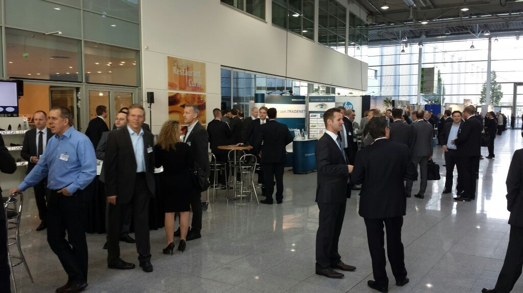 Networking at the EHI Technology Days 2013: The Who's Who of the digital trade discusses about new technology trends and pioneering projects.
